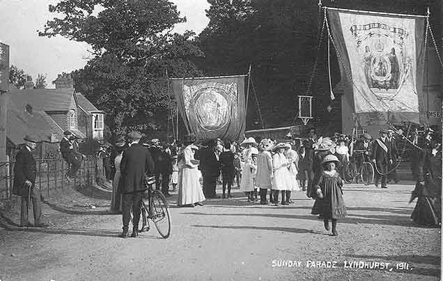 A Sunday parade in 1911 near Swan Green. (The centre banner is headed 'King Rufus shot 2nd August 1100', so presumbly the parade celebrated, at least in part, New Forest history)